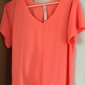 Lululemon short sleeve shirt . Exc. con, size 6.